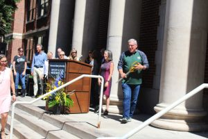 Mayor of Fort Collins Wade Troxell cutting the ribbon