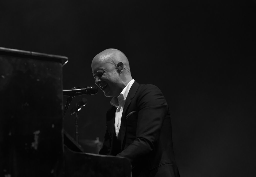 Isaac Slade plays the piano and sings