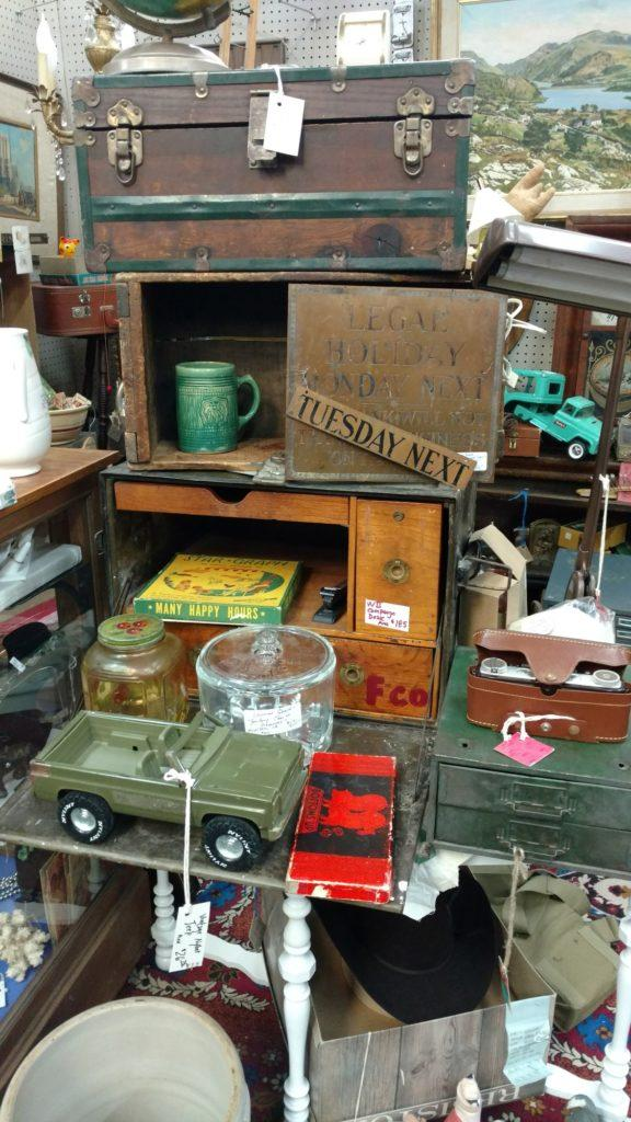 Old chest and assorted goods at Itchy's Flea Market. Photo credit: Fynn Bailey